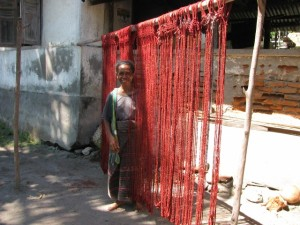 11. The tied yarns are dyed, dried and re-dyed many times to achieve a really deep rich colour. (640x480)